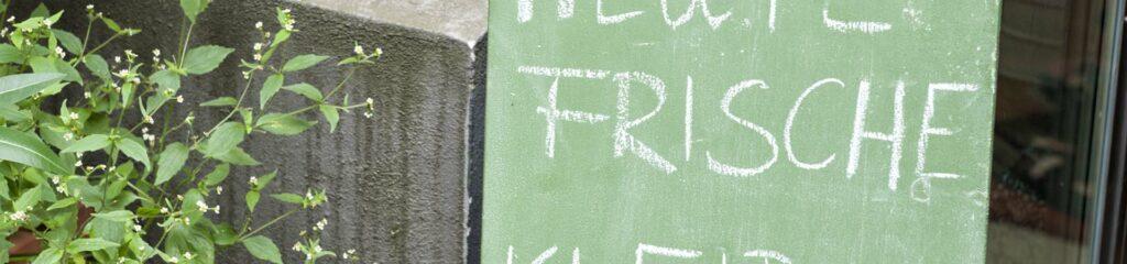 Tafel mit Inschrift Frische: Weiterbildungen und Referate