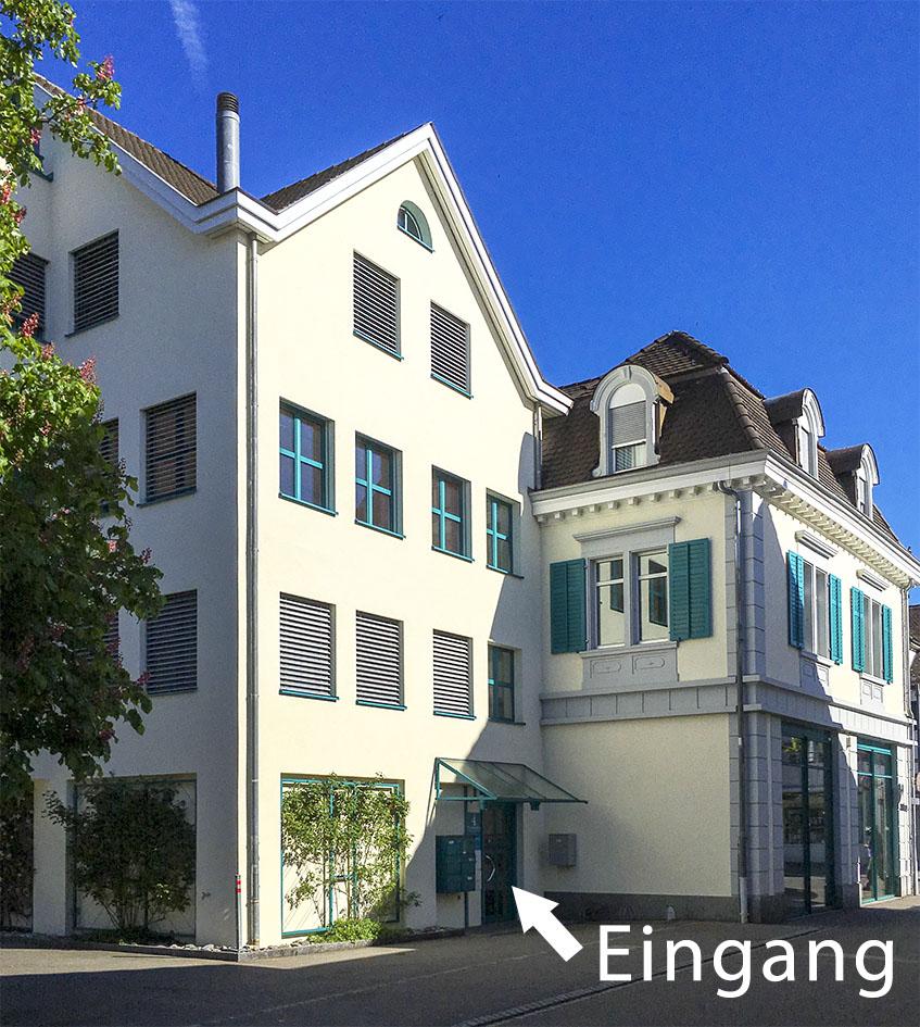 Freiestrasse 4, 8610 Uster: Eingang zum Beratungsraum von Stina Steiner an der Braschelergasse